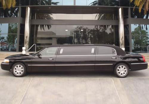6-Passenger-Stretch-Limo